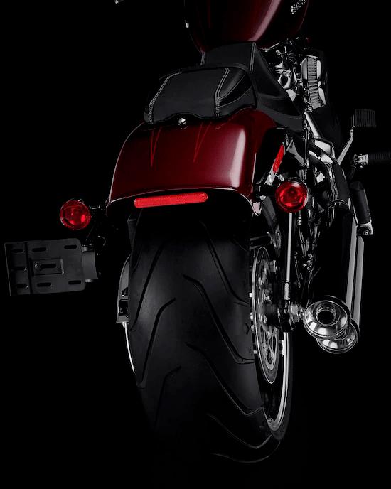 NEUMÁTICO TRASERO DE 240 MMUn neumático fuerte que es la representación perfecta del tradicional estilo drag clásico.