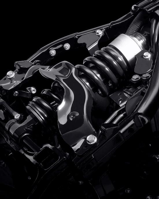 SUSPENSIÓN TRASERA MONO SHOCK DE ALTO RENDIMIENTOLa suspensión trasera mono shock de ajuste fácil tiene buena capacidad para curvas dinámicas, aceleración y frenado rápidos, y, al mismo tiempo, conserva el aspecto hardtail.
