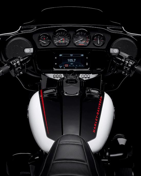 SISTEMA INFOTAINMENT BOOM!™ GTSUna experiencia de interfaz avanzada con aspecto, estilo y funciones contemporáneas, una durabilidad excepcional y características diseñadas especialmente para el motociclismo. Cada elemento está optimizado para mejorar la interacción del motociclista con su vehículo y la conectividad con el mundo.
