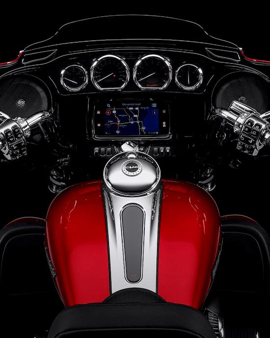 SISTEMA INFOTAINMENT BOOM!™ GTSUna experiencia de interfaz avanzada con aspecto, estilo y funciones contemporáneas, una durabilidad excepcional y características diseñadas especialmente para el motociclismo. Cada elemento está optimizado para mejorar la interacción del motociclista con la moto y la conectividad con el mundo.