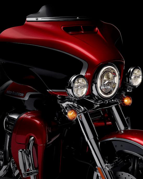 ILUMINACIÓN LEDLa iluminación es toda de LED: el faro delantero, las luces para niebla, las luces traseras y de freno, y las luces indicadoras. Para ver y hacerte notar con estas luces que desafían la oscuridad.