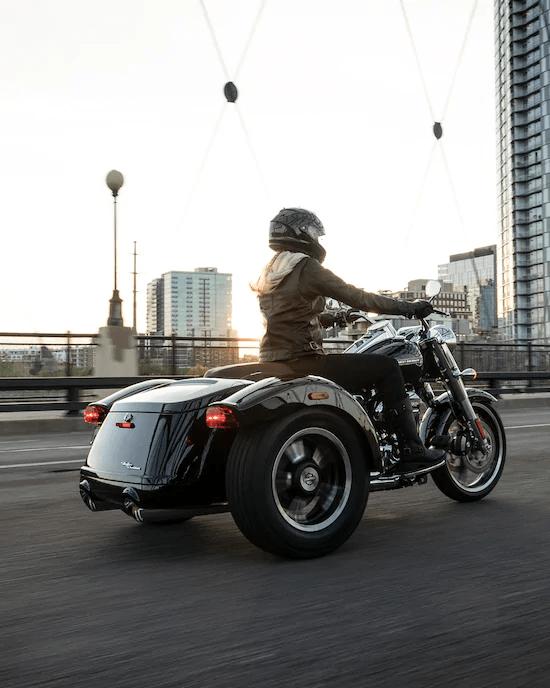 SUSPENSIÓN DE ALTO RENDIMIENTOLa tecnología de alta calidad de suspensión de Harley-Davidson® Touring está calibrada exclusivamente para los modelos Trike, que ofrece una conducción más fluida y sensible.