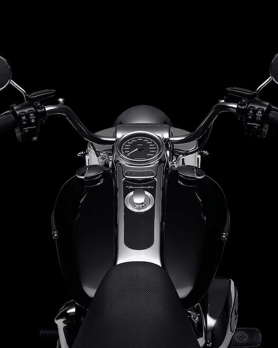 MANILLARES MINI-APELos manillares Mini-Ape de 12 pulgadas del modelo Freewheeler™  tienen la mayor altura que encontrarás en un producto de un fabricante de equipo original. Acercan los controles manuales al motociclista y reducen la fuerza que se necesita para girar la rueda delantera para facilitar la conducción y la maniobrabilidad.