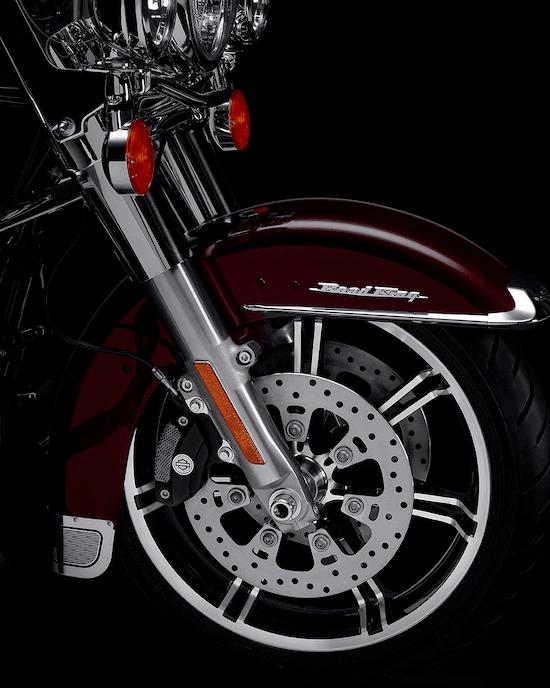 SUSPENSIÓN SENSIBLELas suspensiones delantera y trasera de alto rendimiento, y los amortiguadores traseros que se ajustan fácilmente a mano te permiten tomar el control y te garantizan una marcha suave.
