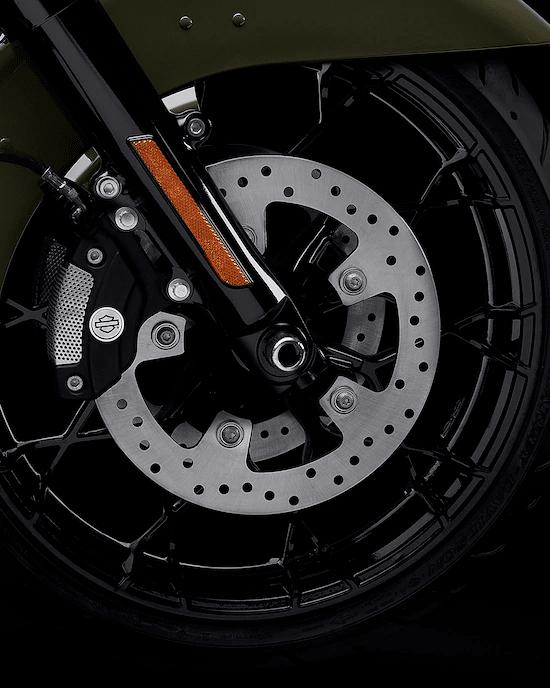 RINES PRODIGY OSCURECIDOSRines de aluminio, delantero de 19 pulgadas y trasero de 18 pulgadas, negros y brillantes, para que puedas conducir con estilo y actitud.