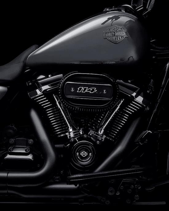 MOTOR MILWAUKEE-EIGHT™ 114La mayor cilindrada del motor entre los modelos estándar H-D™ Touring. 114 cc de potencia de paso para perseguir el horizonte.