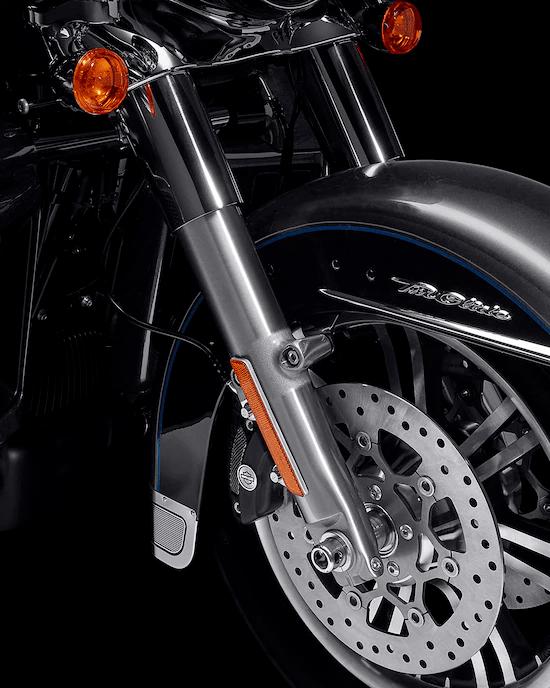 SUSPENSIÓN DE ALTO RENDIMIENTOLa tecnología de alta calidad de suspensión de Harley-Davidson™  Touring está calibrada exclusivamente para los modelos Trike, que ofrece una conducción más fluida y sensible.