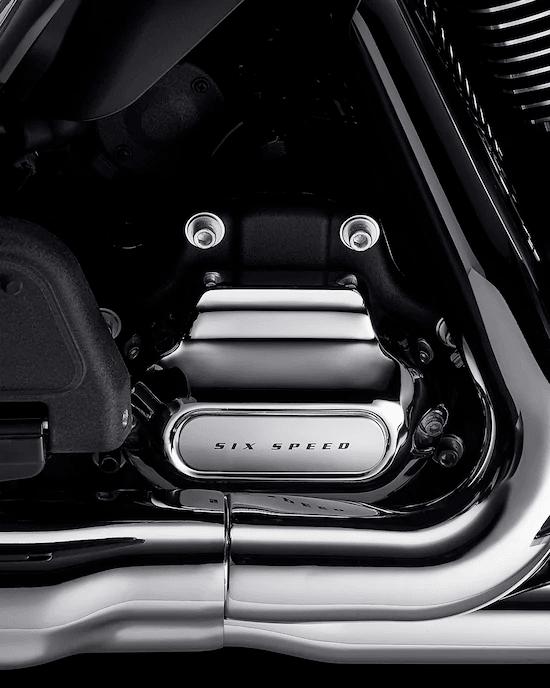 TRANSMISIÓN CRUISE DRIVE™ DE 6 VELOCIDADESProporciona cambios de marcha suaves y silenciosos, y reduce la velocidad del motor al conducir en la carretera, para mejorar así el equilibrio entre la velocidad del motor y la velocidad de desplazamiento.