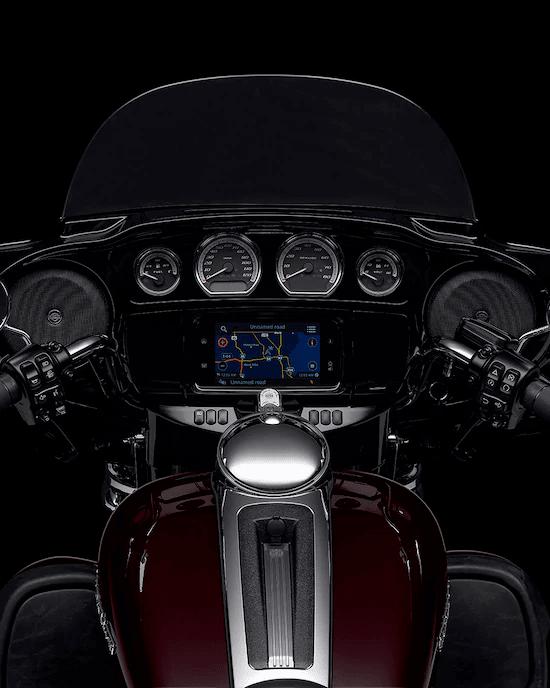 SISTEMA INFOTAINMENT BOOM!™ BOX GTSUna experiencia de interfaz avanzada con aspecto, estilo y funciones contemporáneas, una durabilidad excepcional y características diseñadas especialmente para el motociclismo. Cada elemento está optimizado para mejorar la interacción del motociclista con la moto y la conectividad con el mundo.