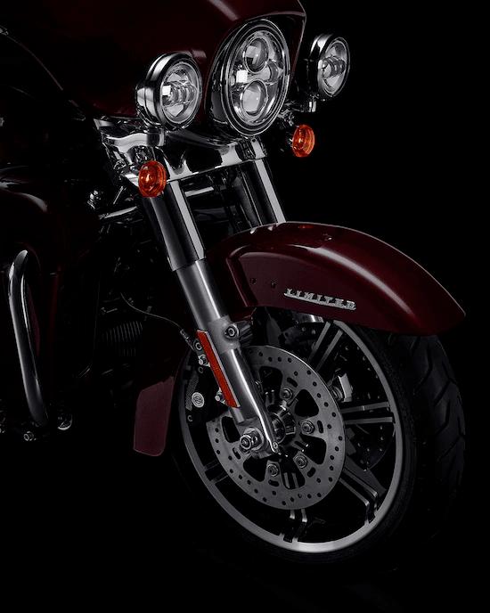 SUSPENSIÓN SENSIBLELas suspensiones delantera y trasera de alto rendimiento, y los amortiguadores traseros que se ajustan fácilmente te permiten tomar el control y te garantizan una marcha suave.